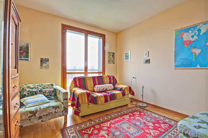 Quiet and bright room, park view, close to Milano - Vimodrone - Daire