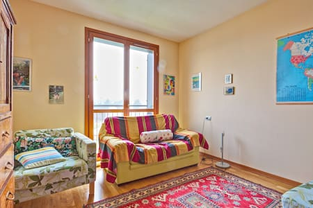 Quiet and bright room, park view, close to Milano - Vimodrone - Huoneisto