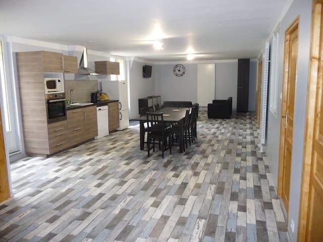 Gîte 4 Chambres Au Cor de Chasse - Bollène - Flat