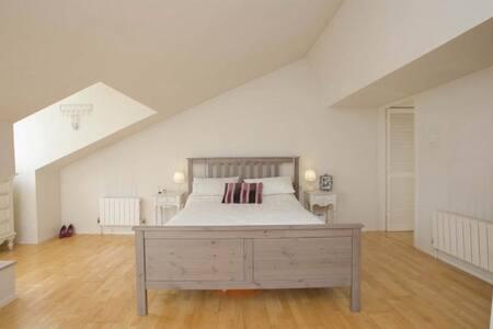 Luxury private bedroom, Helens Bay - Helen's Bay - Ev