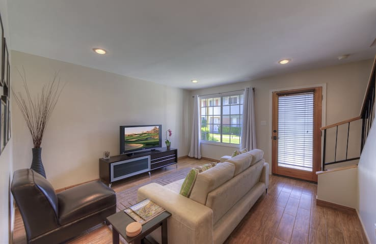 Remodeled 2 BR Condo Near Airport
