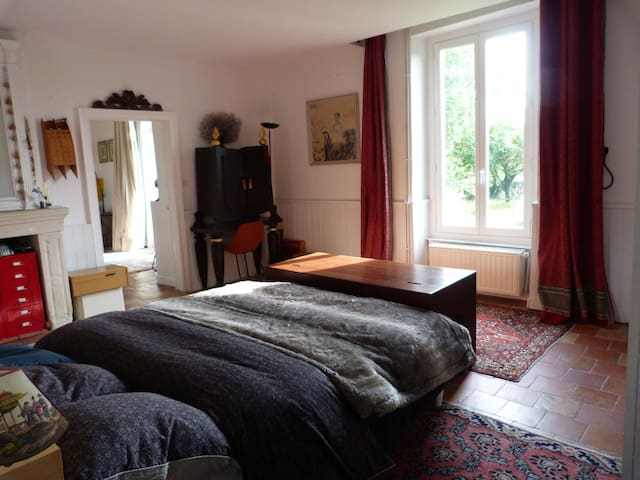Chambre dans longère typique des bords de Loire - Hus