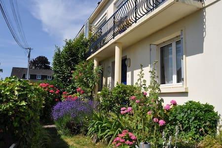 Maison jardin à 2 pas de NantesCtre - House