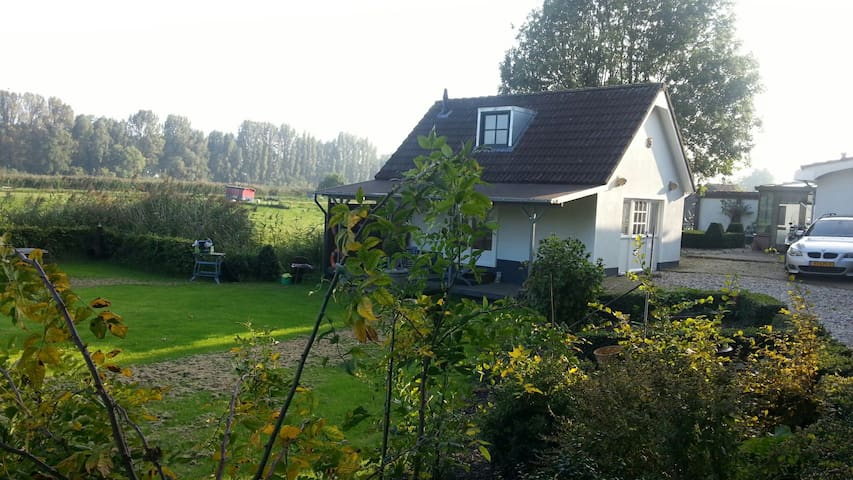 ,Cottage, Nature Close to Rotterdam - Barendrecht - House