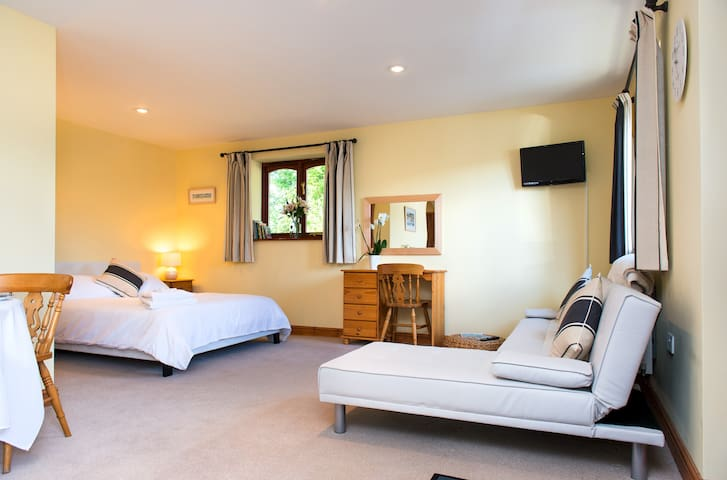 Cornish B&B , Rural S/C Studio Apt, 5+ Sea 30min - Kelly Bray