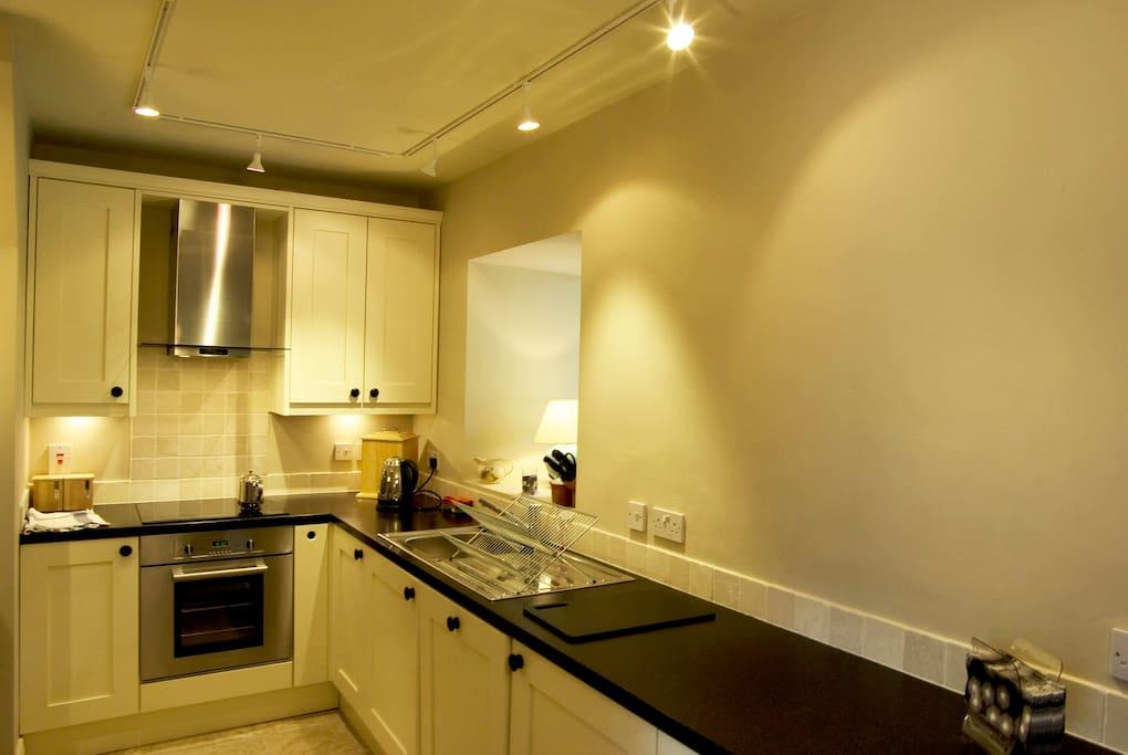 Fully fitted kitchen with dishwasher, washing machine, fridge / freezer