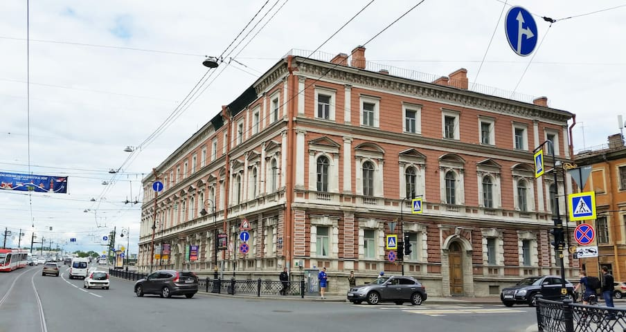 Апартаменты на Неве с уникальной планировкой.Центр
