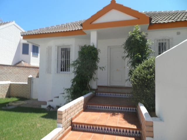 Attractive Calahonda Villa sleeps 4 - Sitio de Calahonda - บ้าน