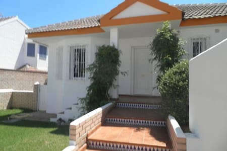 Attractive Calahonda Villa sleeps 4 - Sitio de Calahonda