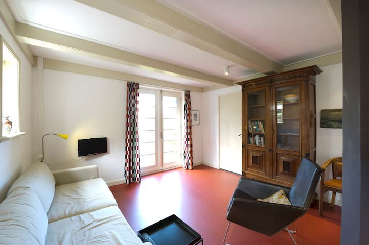 cosy and private 19th cent. apt. - Warffum - Penzion (B&B)