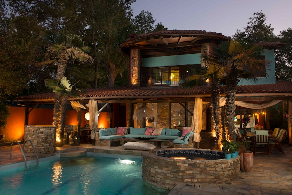 Villa's private pool with Jacuzzi