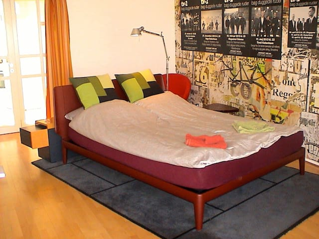 Royal Auping Queen size bed 160x210 cm.