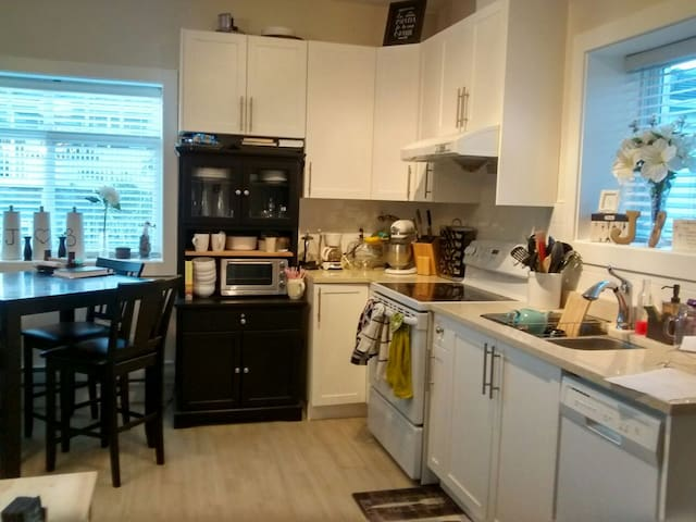 Cozy suite near Brentwood Mall - Burnaby - Apartemen
