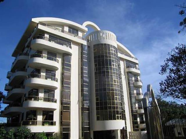 Best  in Escazu. Luxury living, 3BR - San José - Apartamento