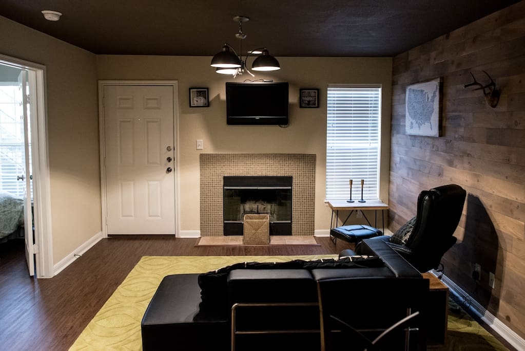 Your Texan rustic-modern living room with cable tv and massage chair!