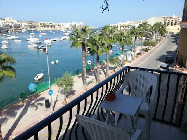 Self catering flat with WOW view! - Marsaskala - Bed & Breakfast