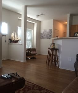 Short walk to Center of downtown & luxury bedding! - Fort Worth