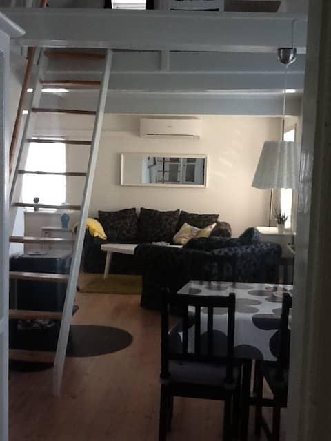 Pæn og  moderne lejlighed i stueplan.