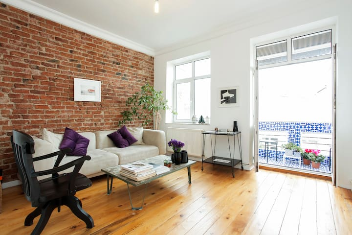 Sunny and Spacious Downtown Flat - Beyoğlu - Apartment