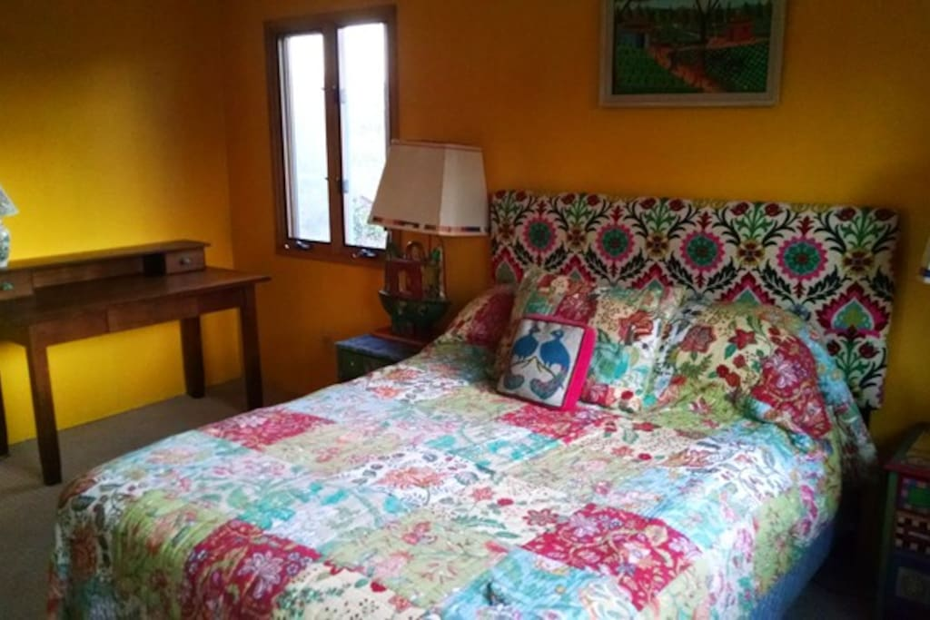 Mariposa bedroom for rent with queen bed,desk, large closet,built in dresser and garden view