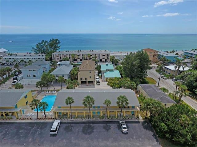 Ohana Seaside 2 BR with pool - 100 steps to beach