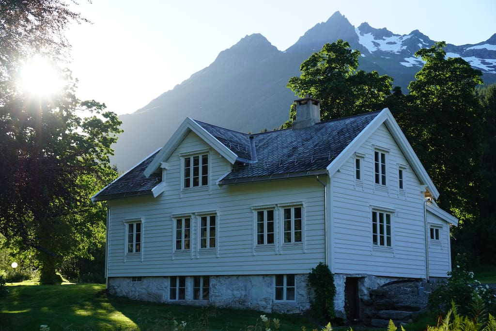The house. Grøtdalstinden in the background