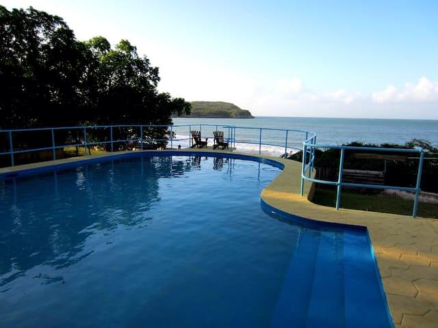 Bliss by the Sea - Treasure Beach - Villa