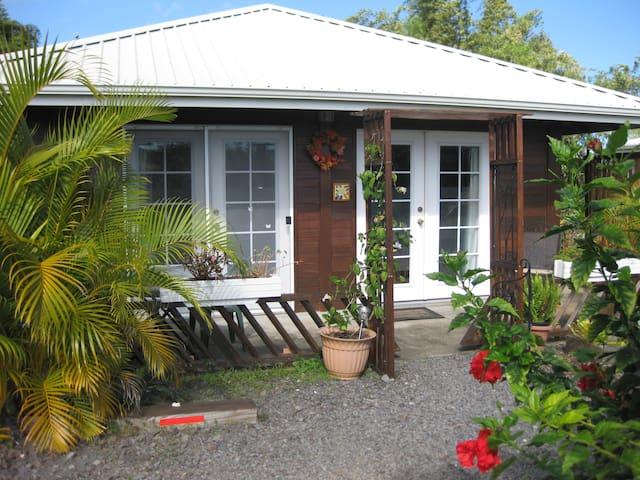 Garden Home Hideaway, solar cottage - Nīnole - Chalet