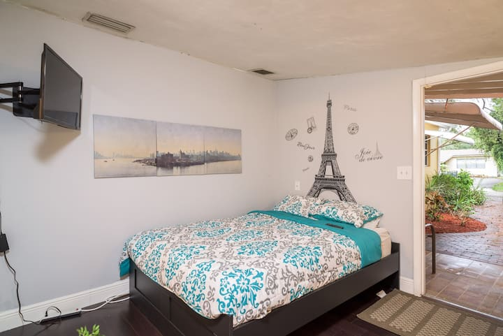 Cozy Studio close to Hard Rock hotel and beaches.