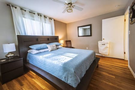Songbird Cottage | Queen Room - Spokane Valley