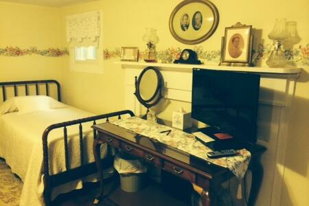 Home Place - Mammy's Room - Bed & Breakfast