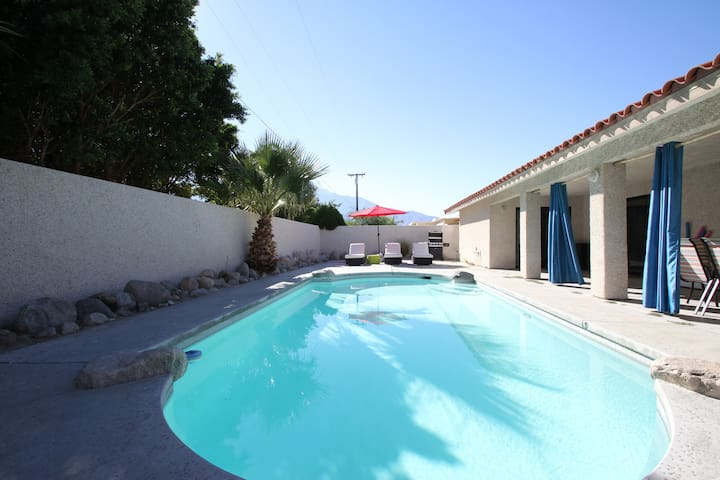 SPACIOUS PRIVATE 3/2 few min to Palm Springs strip