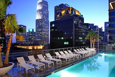 Exciting location,  hotel-style design & amenities, and top safety.  Private bed & bath in a high-end corner unit in a beautiful new building w/ rooftop pool; short walk from LA Live, Staples Center, metro station and the best bars and restaurants.