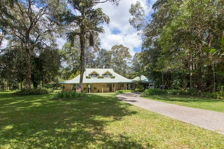 Noosa hinterland, comfy family home - Tinbeerwah