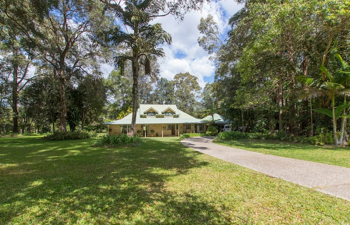 Noosa hinterland, comfy family home