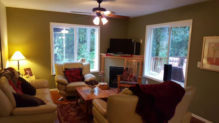 Private Bedroom in a Serene Setting - Beaverton - Leilighet