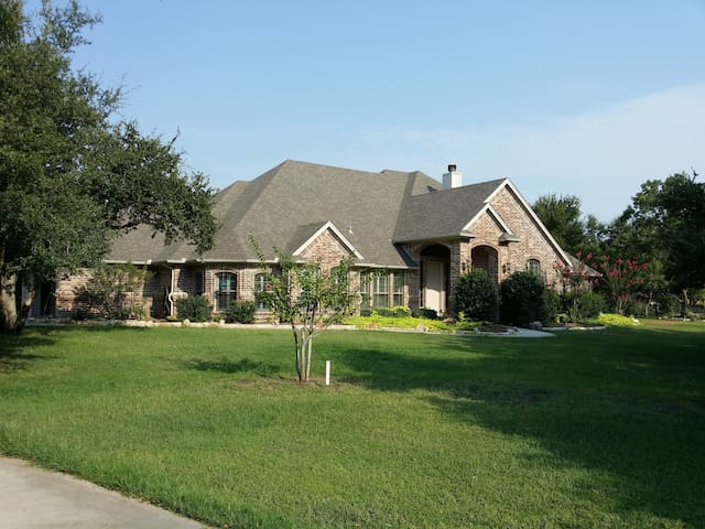 Country Living, City Close (Garden Room) - Fort Worth - Casa
