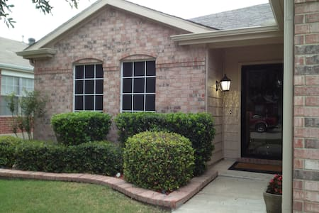 Great Pet FriendlySuburban Location - Casa