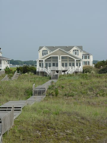 Luxury oceanfront 5 BR beach home - Holden Beach