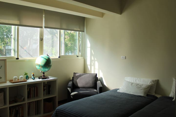 Artist's cozy flat 太原綠園道旁2F舒適公寓套房 - North District - Leilighet