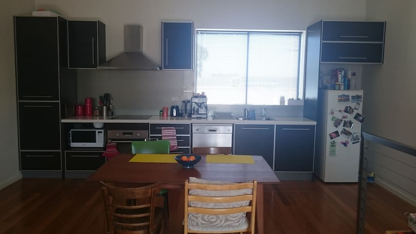 Big, Modern, Convenient Apartment - Ascot Vale - Apartamento
