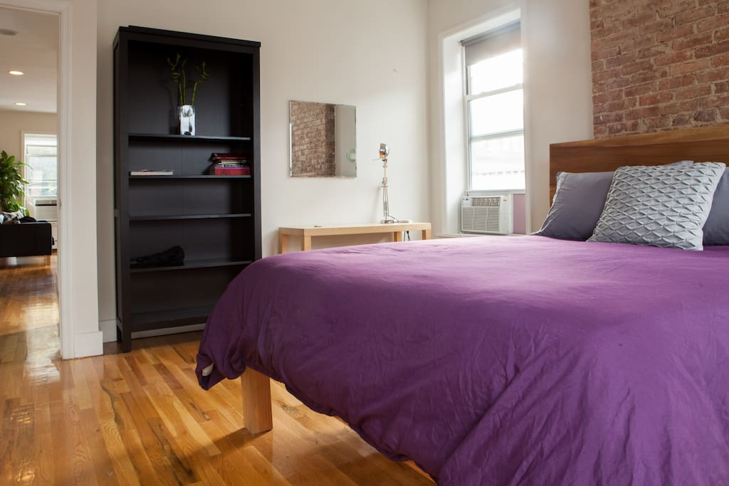 Big master bedroom with attached private bathroom apartments for rent in brooklyn new york for Rooms for rent in nyc with private bathroom