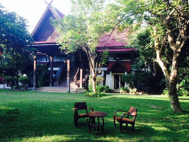 Thai teakwood carving house 泰国传统木楼 - Hai Ya - House