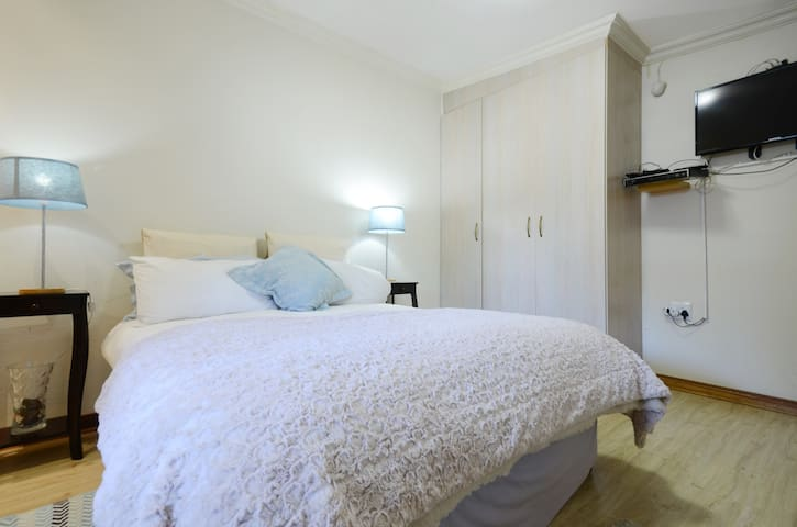 Lyttelton Manor En-suite Apartment - Centurion - Wohnung
