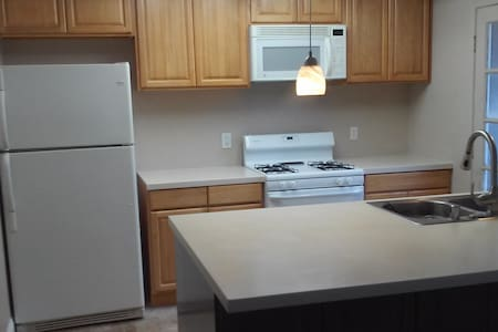 Room available in family townhouse! - Fair Oaks - Appartamento