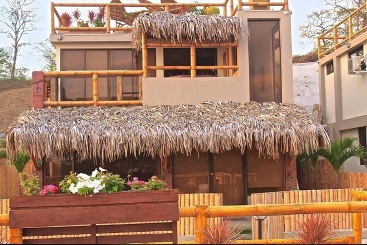 Villa con vista al mar y ajedrez - Montañita - Villa