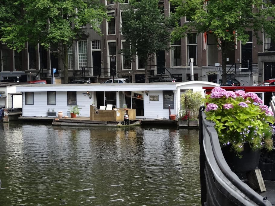 Lovely houseboat in historic centre boats for rent in for Airbnb amsterdam houseboat
