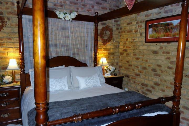 Private Romantic Spa Suite