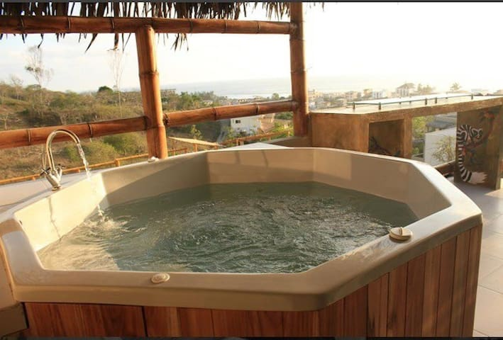 Charming villa with jacuzzi - Montañita - วิลล่า