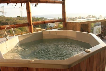 Charming villa with jacuzzi - Montañita